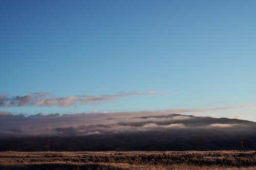 Kostnadsfri bild av berg, falla, gräs, gryning