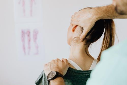 Fotobanka sbezplatnými fotkami na tému anatómia, anonymný, brada, chiropraktik