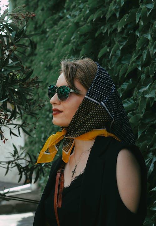 Fotos de stock gratuitas de adulto, al aire libre, bonita, bufanda
