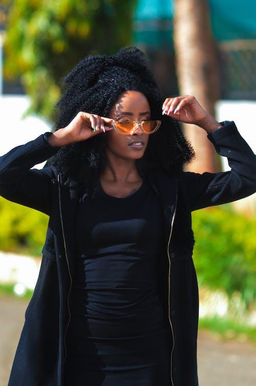 Immagine gratuita di aspetto, capelli afro, capelli ricci, donna