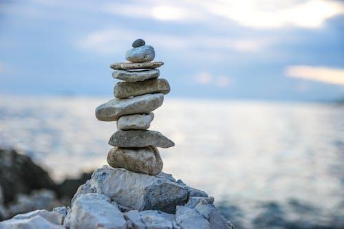 Kostenloses Stock Foto zu balance, felsen, flacher fokus