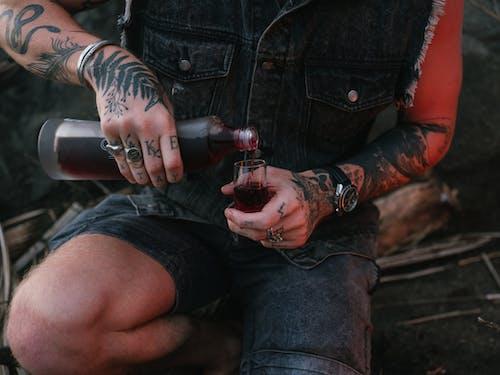 Darmowe zdjęcie z galerii z bez twarzy, ciekły, czerwone wino, drink