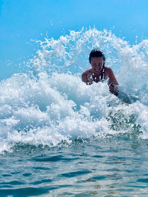 Δωρεάν στοκ φωτογραφιών με γαλάζιος ουρανός, ειρήνη, η αγάπη είναι αγάπη, κύματα παραλίας