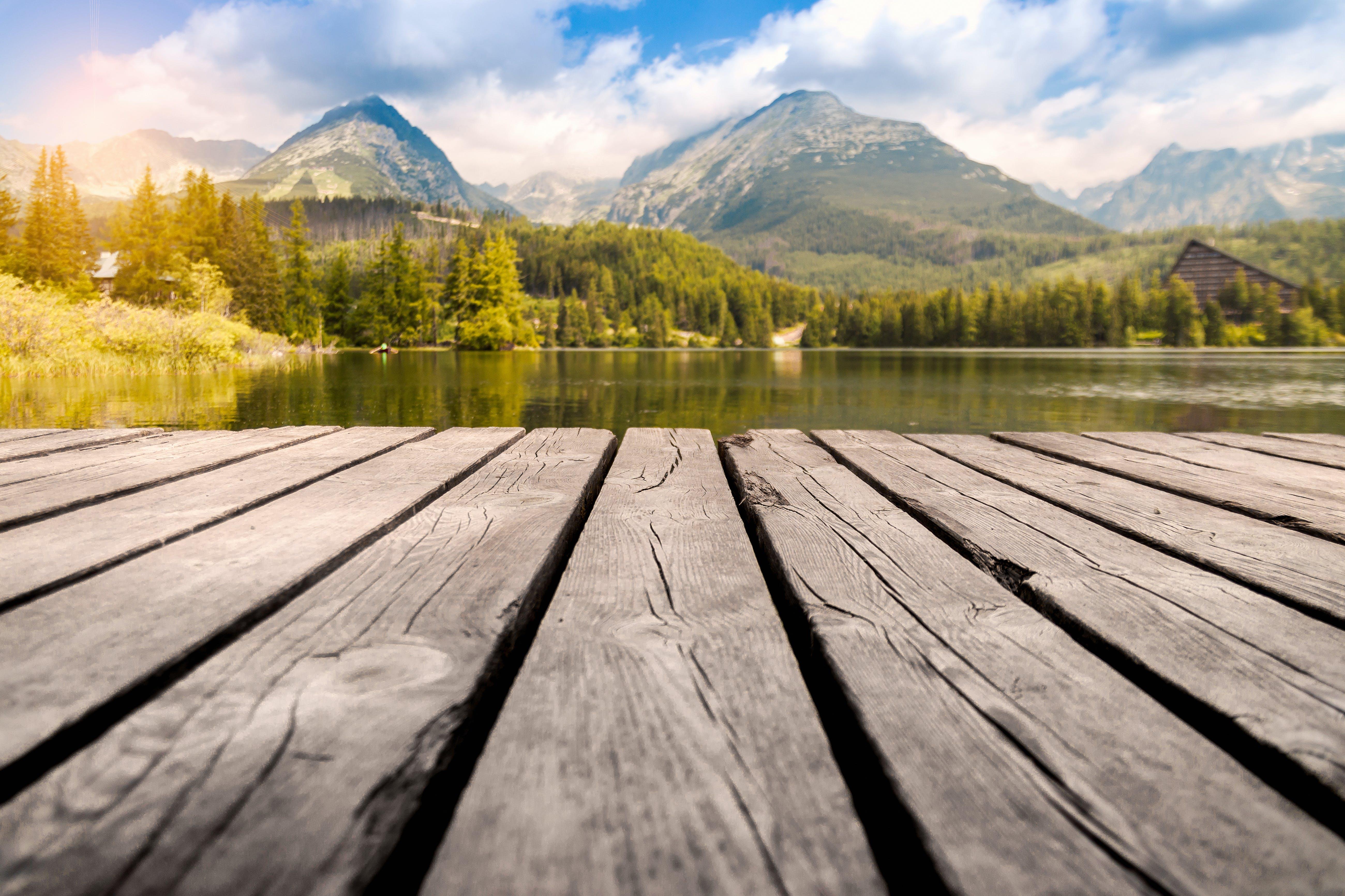 Kostenloses Stock Foto zu bäume, berge, dock, friedlich