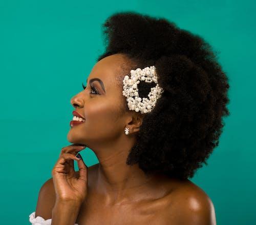 Foto profissional grátis de alegre, atitude, cabelo afro, contente