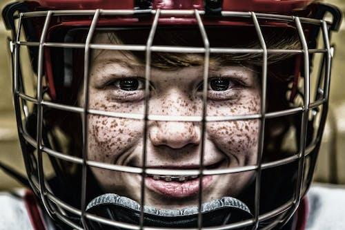 Immagine gratuita di casco, lentiggini, persona, primo piano