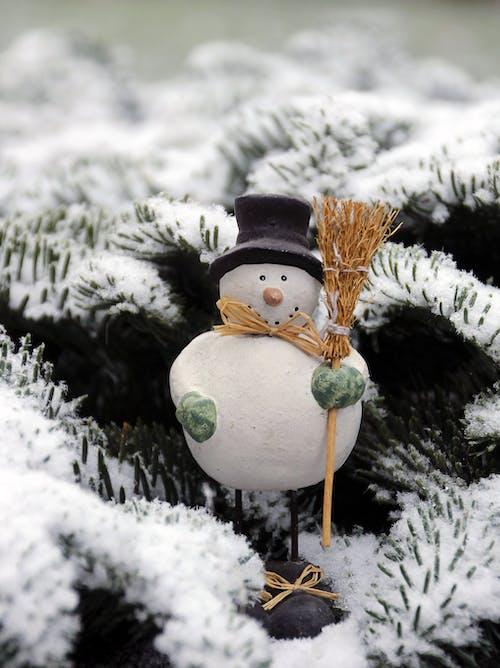 Darmowe zdjęcie z galerii z bałwan, boże narodzenie, ornament, śnieg