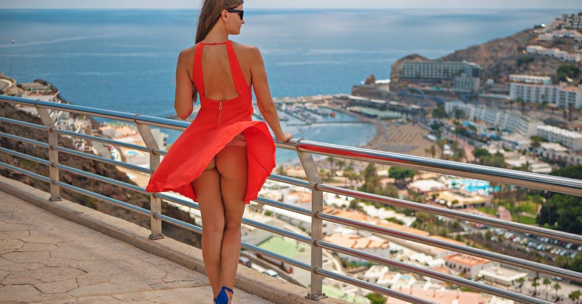 для у красивых девушек задирается платье материалы