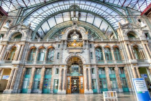 Fotobanka sbezplatnými fotkami na tému balkón, exteriér, fasáda, gotický