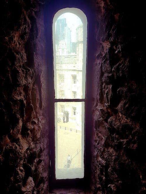 Foto d'estoc gratuïta de finestra alta