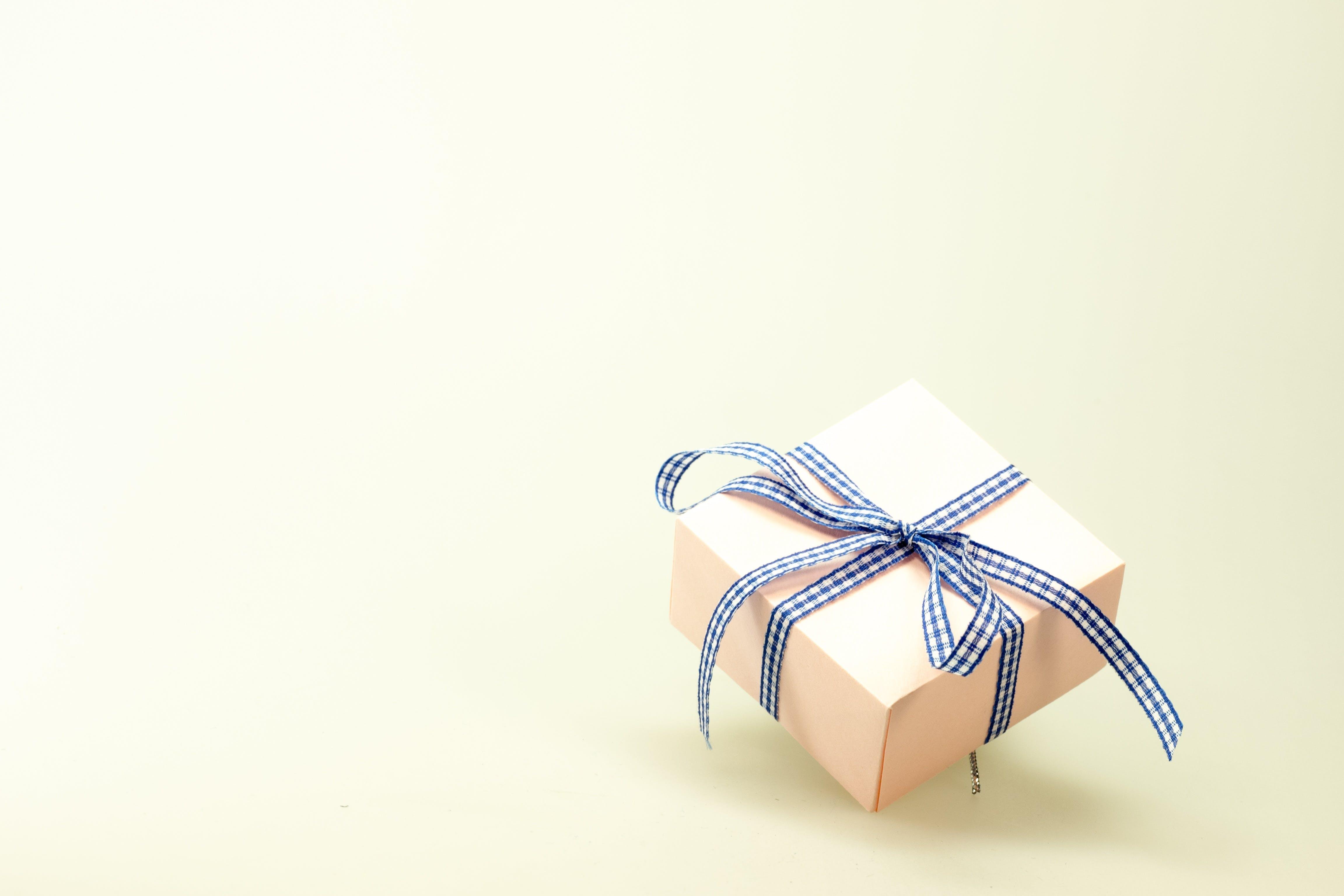 Kostenloses Stock Foto zu geschenk, dekoration, feier, box