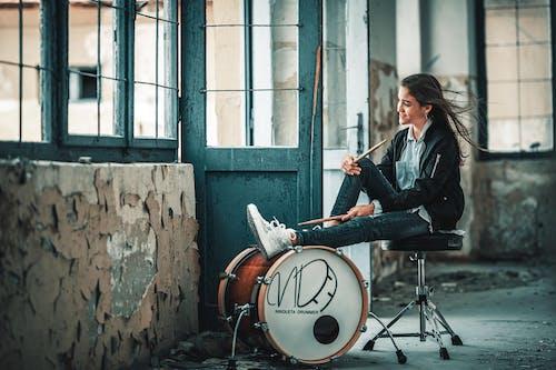 Gratis stockfoto met achtergelaten, architectuur, band, drum