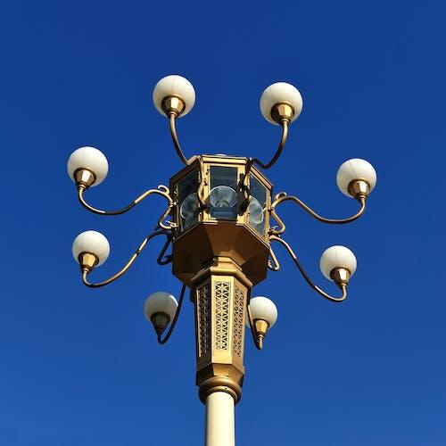Foto profissional grátis de bulbos, céu azul, iluminação pública, leve