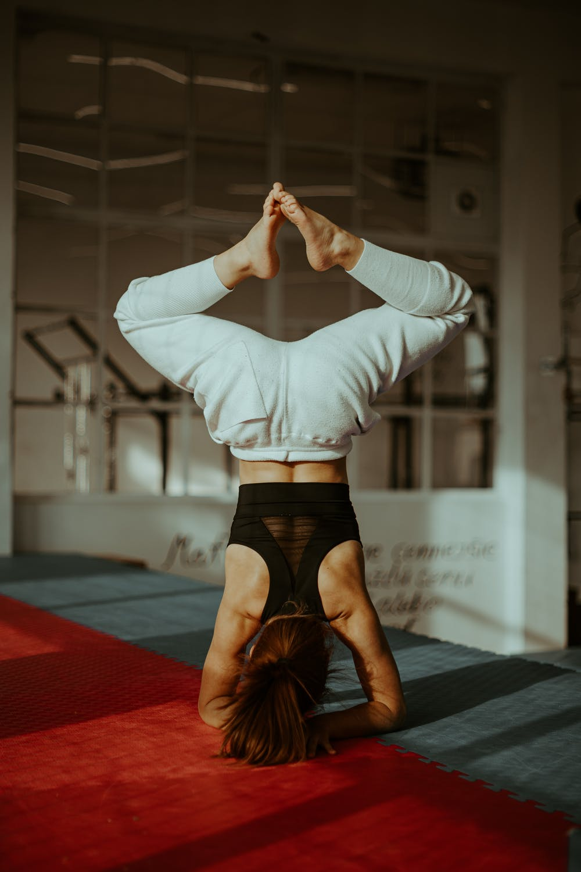 ways of doing yoga headstand