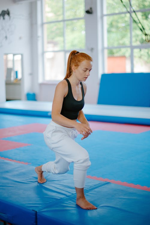 Woman doing lunges on mat