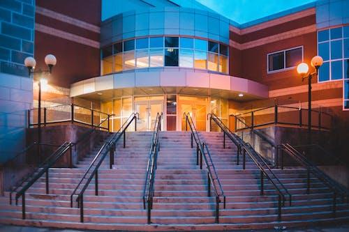 Gratis stockfoto met architectuur, avond, balustrade, bedrijf