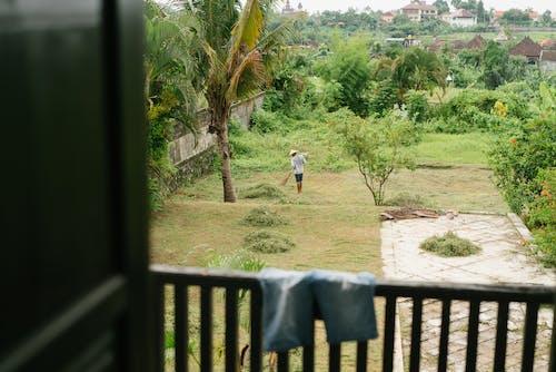 Základová fotografie zdarma na téma anonymní, balkon, bez tváře, dvůr