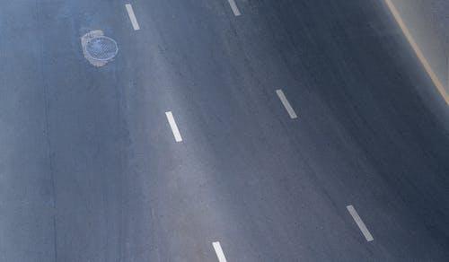 Fotobanka sbezplatnými fotkami na tému (kanálový) poklop, abstraktný, asfalt, cesta