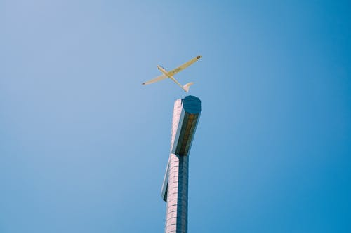 Kostenloses Stock Foto zu architektur, blauer himmel, draußen, energie