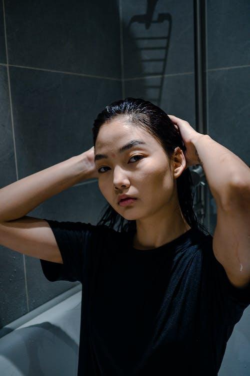 Kostenloses Stock Foto zu asiatische frau, aussehen, bad, badewanne