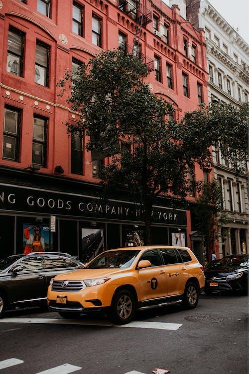 Бесплатное стоковое фото с автомобиль, архитектура, город, городской
