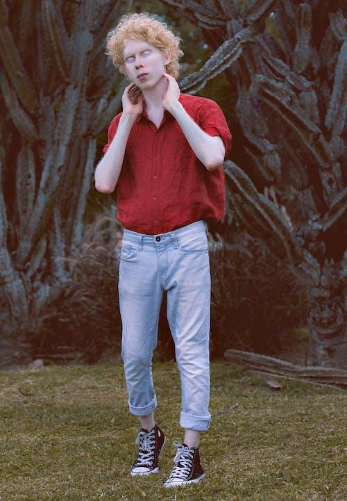 Foto profissional grátis de adolescente, adulto, ao ar livre