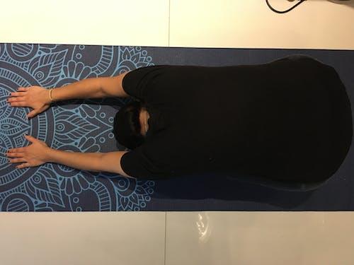 Photos gratuites de poser, prendre la pose, tapete de ioga, yoga