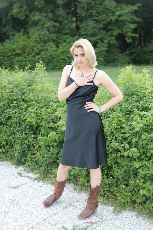 Kostenloses Stock Foto zu blond, blondes haar, blondes modell, figur