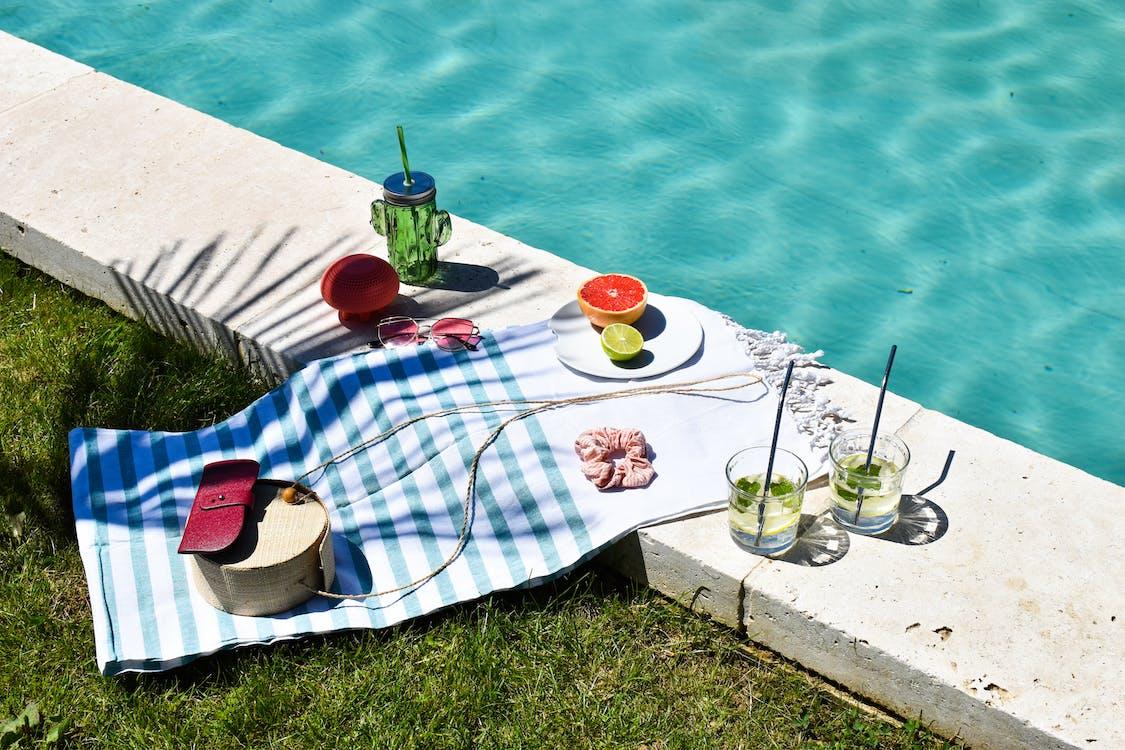 agrumes, balık, bord de piscine içeren Ücretsiz stok fotoğraf