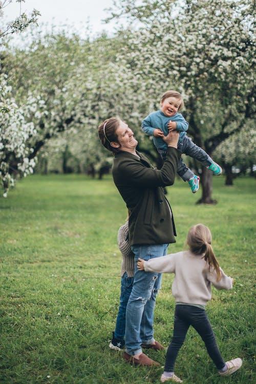 Бесплатное стоковое фото с близость, большая семья, веселье