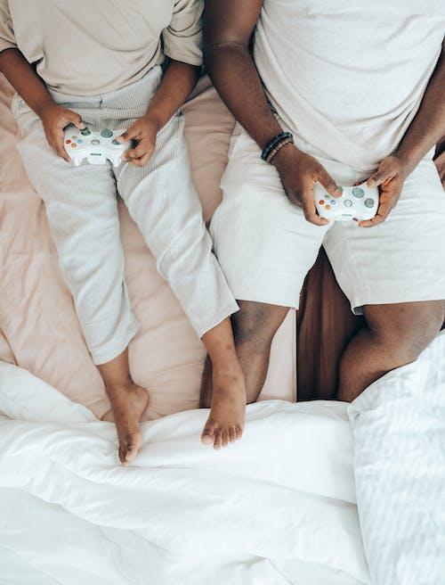 Gratis stockfoto met Afro-Amerikaans, anoniem, apparaatje