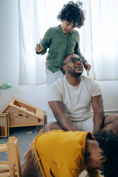 adam, Afrikalı Amerikalı, aktivite, arkadaşlık içeren Ücretsiz stok fotoğraf