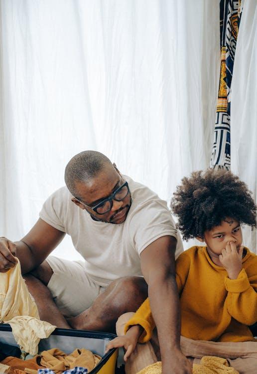 Gratis stockfoto met Afro-Amerikaans, bagage, bereiden