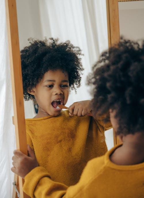 Darmowe zdjęcie z galerii z afroamerykanin, beztroski, chłopak, codzienny