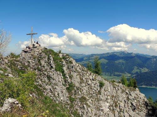Free stock photo of ausblick, bauschige wolken, bergfelsen, berggipfel
