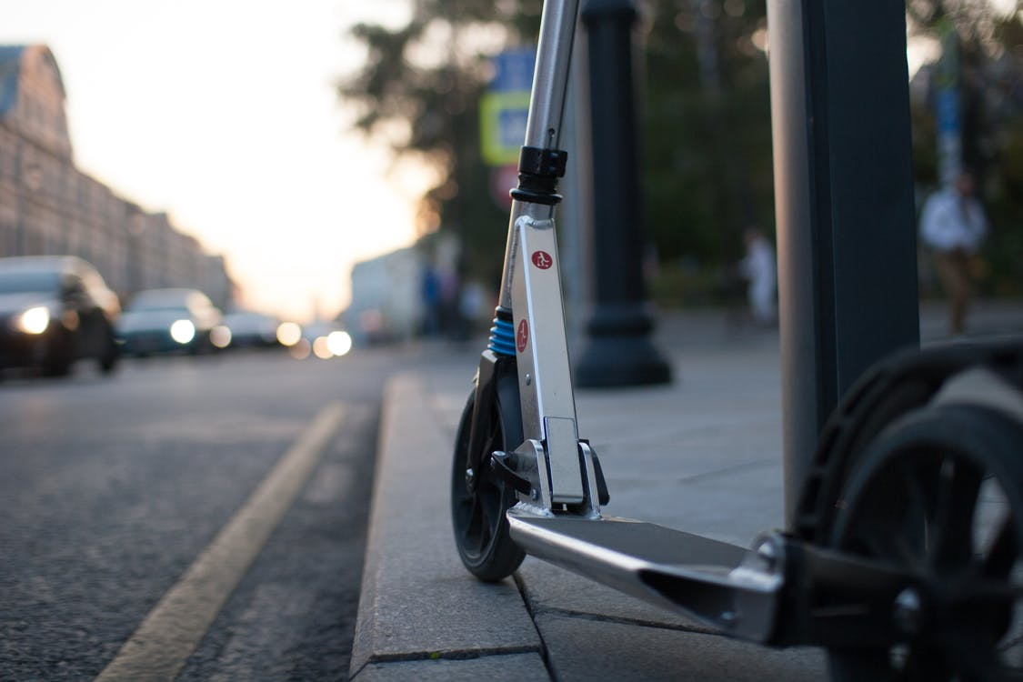 Бесплатное стоковое фото с автомобиль, велосипед, велосипедист