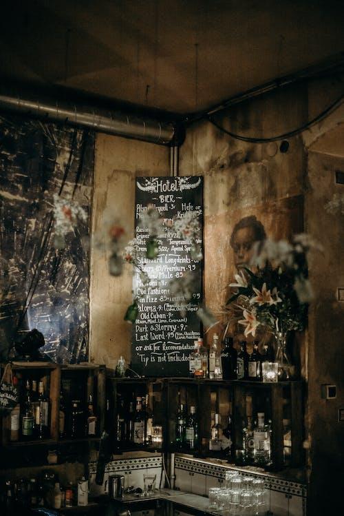 Gratis stockfoto met alcoholflessen, balk, bar
