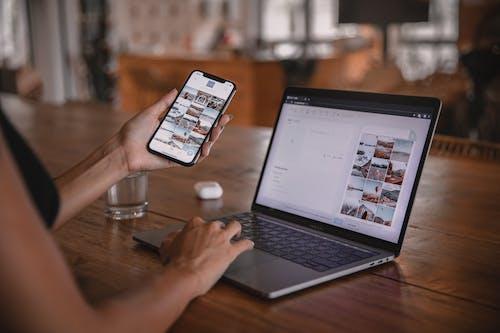 Fotos de stock gratuitas de aplicación, blogger, bloguero, cafetería