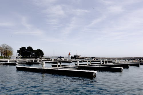 Gratis lagerfoto af arkitektur, båd, badebro, bro