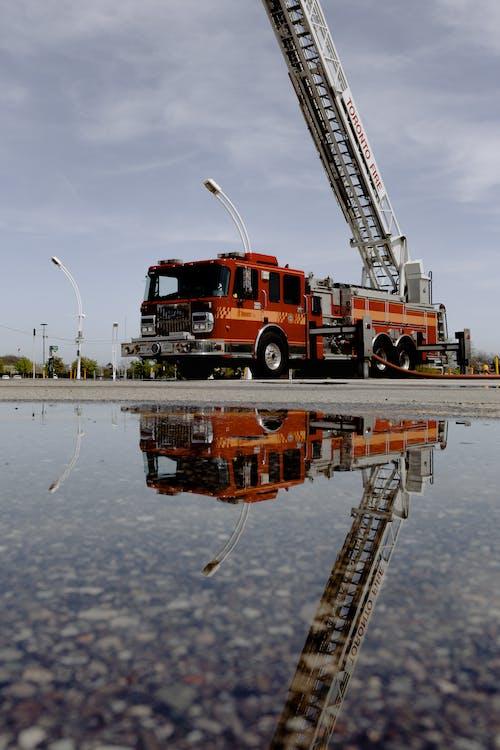 Fotobanka sbezplatnými fotkami na tému cestovať, dopravný systém, exteriéry, hasičské auto