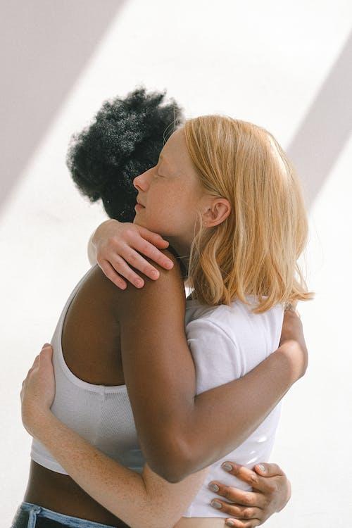 Darmowe zdjęcie z galerii z afroamerykanka, czarna kobieta, gej, historia miłosna