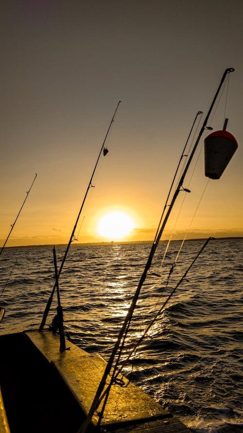 Fotobanka sbezplatnými fotkami na tému barco, barco de pesca, barco de pescaria, mar