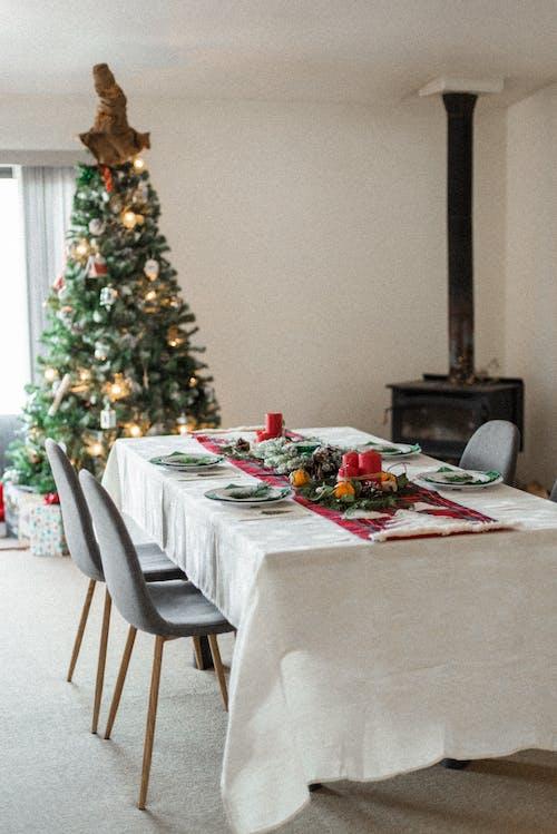 ağaç, akşam yemeği, Aralık, atmosfer içeren Ücretsiz stok fotoğraf