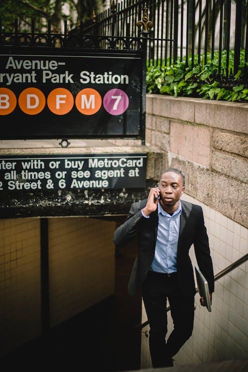 Základová fotografie zdarma na téma afroamerický, černá, chlápek, chytrý