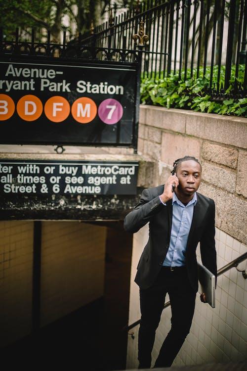 Gratis lagerfoto af afroamerikansk, alvorlige, amerikansk, arbejder