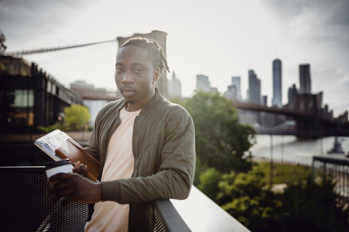 Foto profissional grátis de adulto, afro-americano, aluno