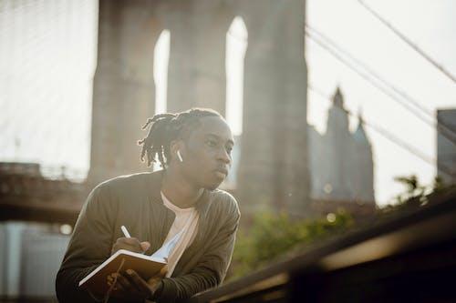 Kostenloses Stock Foto zu afroamerikaner, akademisch, analysieren, audio