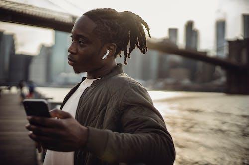 Základová fotografie zdarma na téma afroamerický, architektura, bezdrátový, centrum města