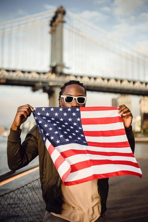 Fotos de stock gratuitas de accesorio, afroamericano, afuera, aire libre