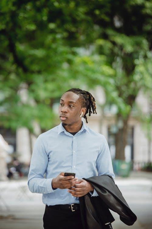 Gratis lagerfoto af ægte trådløs, afroamerikansk, besked, blazer